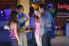 Shenae Grimes, Tristan Wilds, Lori Loughlin & Rob Estes in 90210 - Photo: Michael Diamond Desmond/The CW