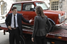 "David Boreanaz & Emily Deschanel in ""Yanks in the U.K., Part 1 & 2\"" - Cr: Jay Maidment/FOX"