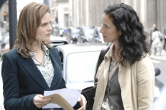 "Emily Deschanel & Indira Varma in ""Yanks in the U.K., Part 1 & 2\"" - Cr: Jay Maidment/FOX"