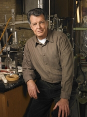 FRINGE: When an unlikely trio uncovers a deadly mystery that involves a series of unbelievable events, they discover it may be part of a larger, more disturbing pattern that blurs the line between science fiction and technology on FRINGE airing Tuesdays (9:00-10:00 PM ET/PT) this fall on FOX. Pictured: John Noble as Dr. Walter Bishop ©2008 Fox Broadcasting Co. Cr: Michael Lavine/FOX