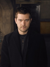 FRINGE: When an unlikely trio uncovers a deadly mystery that involves a series of unbelievable events, they discover it may be part of a larger, more disturbing pattern that blurs the line between science fiction and technology on FRINGE airing Tuesdays (9:00-10:00 PM ET/PT) this fall on FOX. Pictured: Josh Jackson as Peter Bishop ©2008 Fox Broadcasting Co. Cr: Michael Lavine/FOX