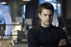 FRINGE: An unlikely trio uncovers a deadly mystery involving a series of unbelievable events and realizes they may be part of a larger, more disturbing pattern that blurs the line between the possible and the impossible on FRINGE premiering Tuesday, Sept. 9 (8:00-9:30 PM ET/PT) on FOX. Pictured: Joshua Jackson ©2008 Fox Broadcasting Co. Cr: Ben Mark Holzberg/FOX