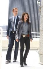 Damian Lewis & Sarah Shahi in Life - NBC Photo: Trae Patton