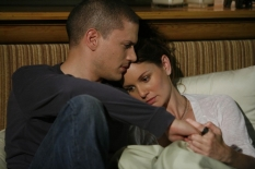 "PRISON BREAK: Michael (Wentworth Miller, L) and Sara (Sarah Wayne Callies, R) reunite on the two-hour Season Four premiere episode of PRISON BREAK (""Scylla/Breaking and Entering\"") airing Monday, Sept. 1 (8:00-10:00 PM ET/PT) on FOX. ©2008 Fox Broadcasting Co. Cr: Greg Gayne/FOX"