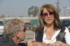 Ron Perlman & Katey Sagal in Sons of Anarchy - CR: Ray Mickshaw / FX