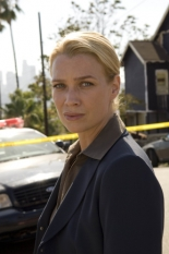 Laurie Holden in The Shield S.7 Ep.1 - CR: Prashant Gupta / FX