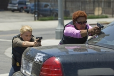 Laurie Holden & CCH Pounder in The Shield S.7 Ep.1 - CR: Prashant Gupta / FX