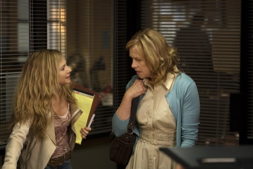 Hunter & Madigan in Saving Grace S.2 Ep.3 - Photo CR: Erik Heinlia