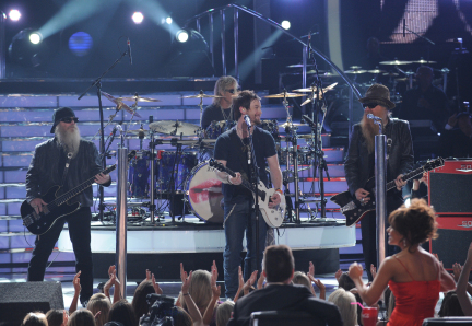 David Cook Performs With ZZ Top on the American Idol Season 7 Finale