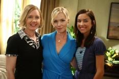 Ann Gillespie, Jessica Stroup & Jennie Garth in 90210 - Photo: Justin Lubin/The CW