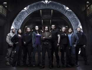 STARGATE UNIVERSE -- Pictured: Jamil Walker Smith as Msgt. Ronald Greer, Alaina Huffman as Msgt. Tamara Johansen, Louis Ferreira as Col. Everett Young, Ming-Na as Camile Wray, Robert Carlyle as Dr. Nicholas Rush, Brian J Smith as Lt. Matthew Scott, Elyse Levesque as Chloe Armstrong, David Blue as Eli Wallace, Lou Diamond Phillips as Col. Telford -- Syfy Photo: Art Streiber