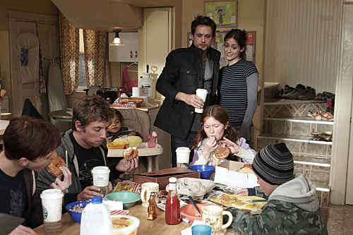 Cameron Monaghan, Jeremy White, Blake/Brennan Johnson, Justin Chatwin, Emmy Rossum, Emma Kenney, and Ethan Cutkosky in Shameless